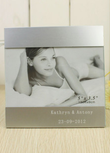 concise-white-personalized-aluminum-wedding-picture-frame