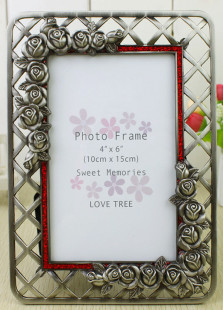 cute-roses-engraved-silver-wedding-picture-frame
