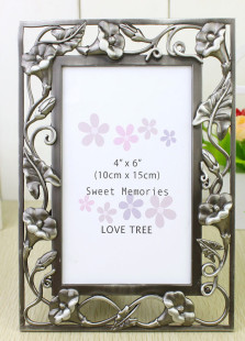 beautiful-morning-glory-engraved-wedding-picture-frame