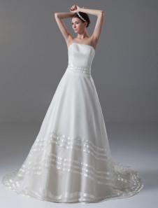 Image of Abbigliamento da sposa con strascico da ballo senza spalline in organza avorio multistrato