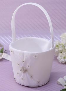 Cesta de damitas de satén blanco con flores de diamante de imitación
