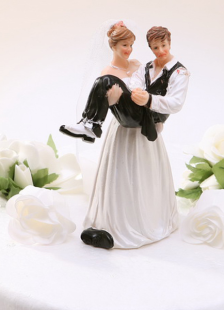 great-resin-figurine-funny-wedding-cake-topper