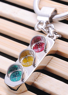 traffic-light-pattern-metal-wedding-keychain-favors