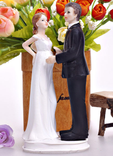 funny-classic-traditional-figurine-wedding-cake-toppers