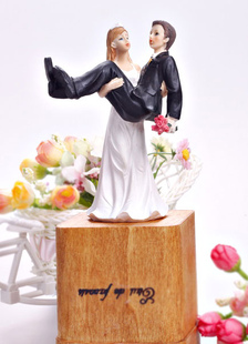 funny-classic-traditional-figurine-wedding-cake-topper