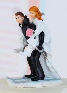 athletic-sweet-figurine-wedding-cake-topper