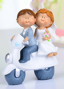 classic-traditional-figurine-athletic-wedding-cake-topper