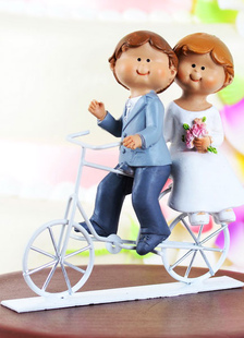 athletic-traditional-figurine-wedding-cake-toppers