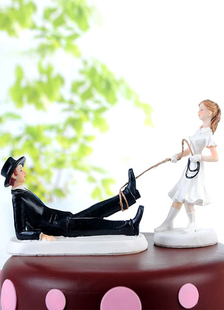 funny-figurine-wedding-cake-topper