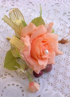 Broche con flores de moda