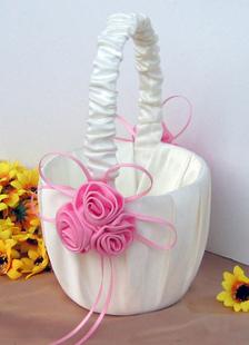 flower-girl-basket-with-pink-flower-embellishment