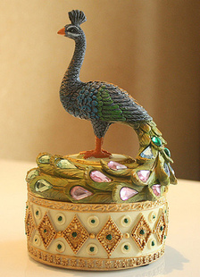 lovely-non-personalized-peacock-wedding-gifts