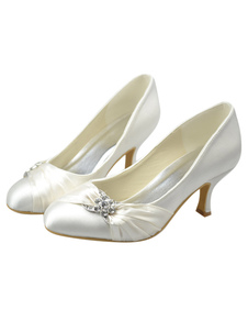 stunning-ivory-kitten-heel-round-toe-bridal-shoes