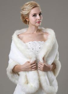 ivory-faux-fur-wedding-shawl-for-bride