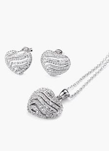 Ensemble bijoux métallique argent de pendentif en coeur