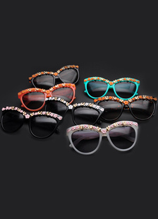 chic-resort-wear-multicolor-flower-glasses