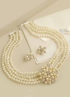 Image of Strati di bianco perla imitazione nozze collana (16 pollici)