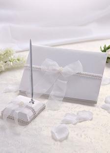 Arcos de Marfil tul cintas libros y plumas de la boda