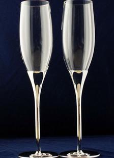 Copas de champaña con patrón de corazones
