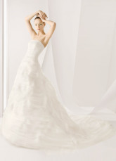 White Fantastic Organza A-line Strapless Wedding Dress