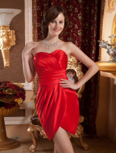 Robe de cocktail fourreau rouge en satin cache-coeur longueur genou