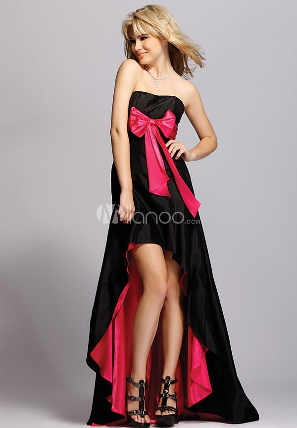 Эту идею дизайнеры воплотили в дерзких платьях с высокими разрезами.