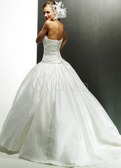 бальное свадебное платье из тафты со скользящим шлейфом.