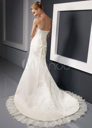 Slim white strapless a line satin lace wedding gown for Slim white wedding dresses