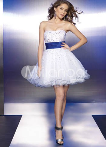 Modern White Sweetheart Neckline Tulle A-line Womens Homecoming Dress