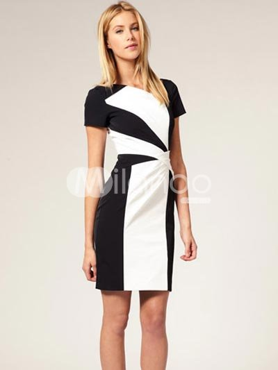 Photo noir et blanc femme en robe
