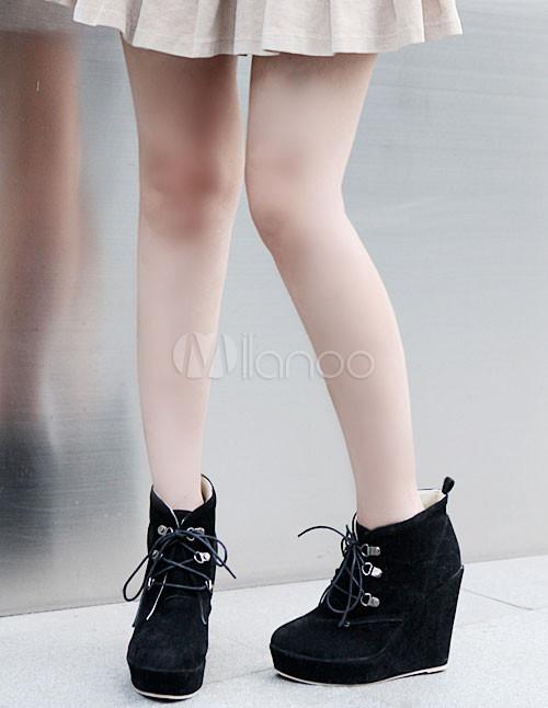 bottines noires pour femmes en daim monogramme avec lacets. Black Bedroom Furniture Sets. Home Design Ideas