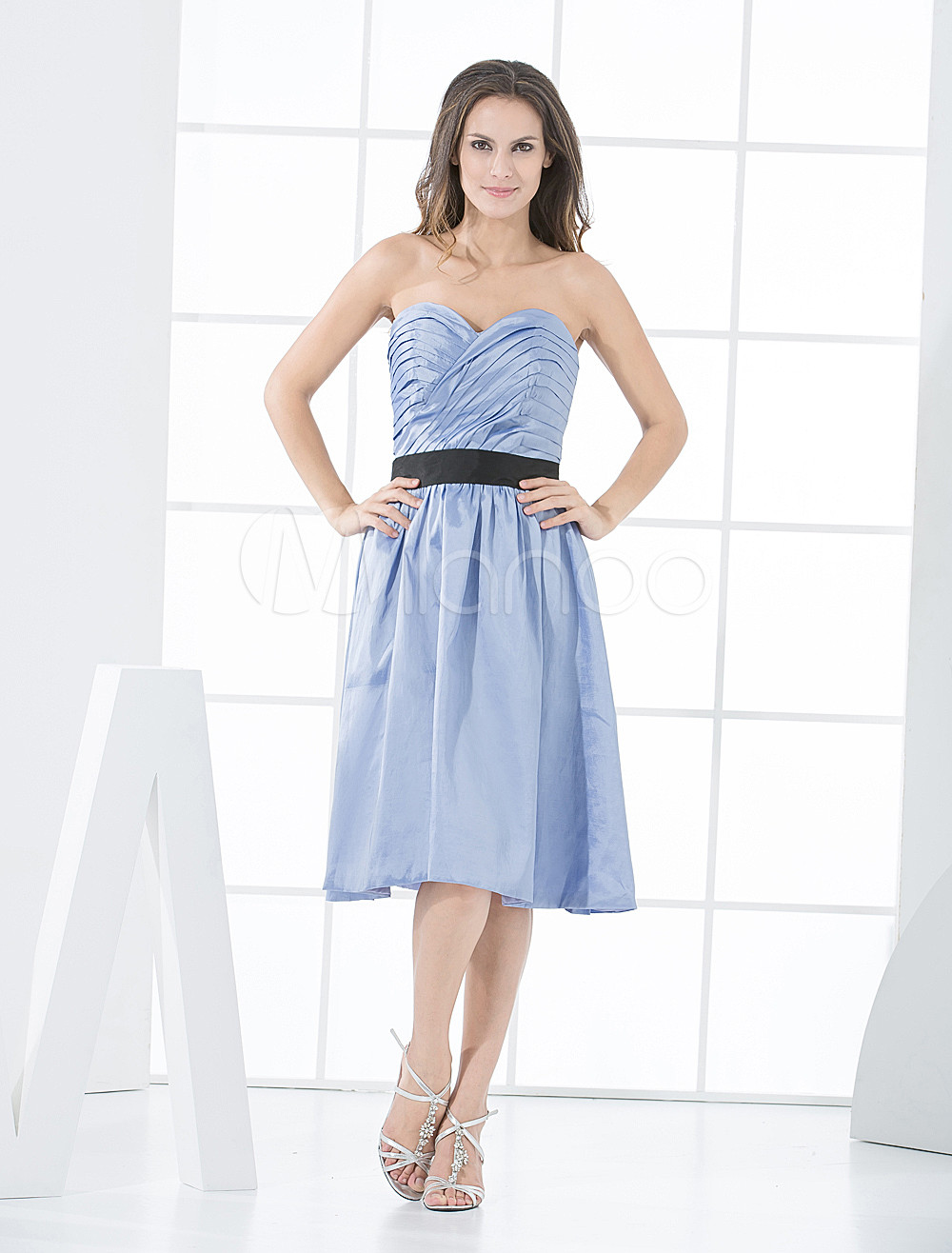 Elegant A-line Strapless Taffeta Knee Length Bridesmaid Dress