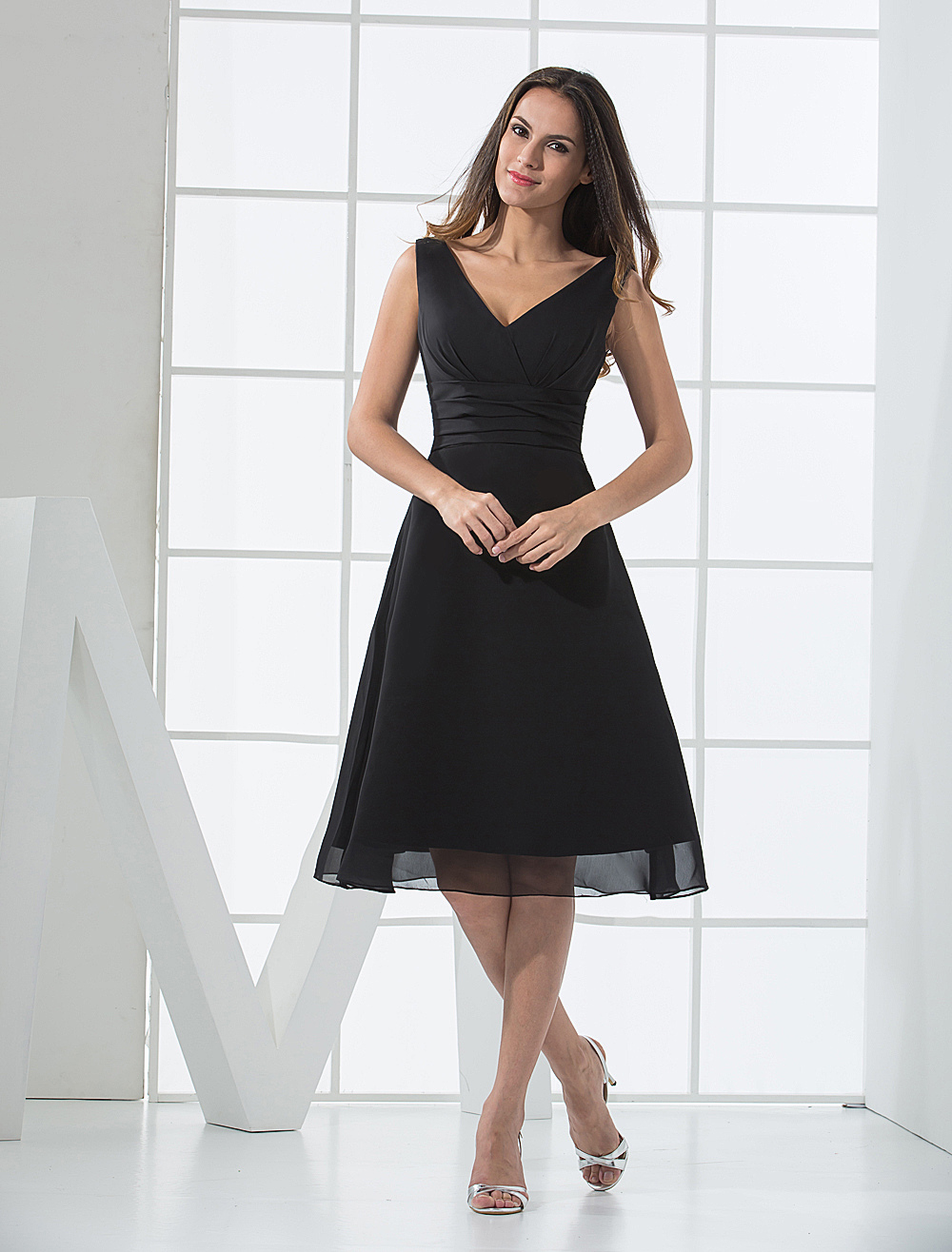 Black Deep V-Neck Chiffon Satin Summer Bridesmaid Dress