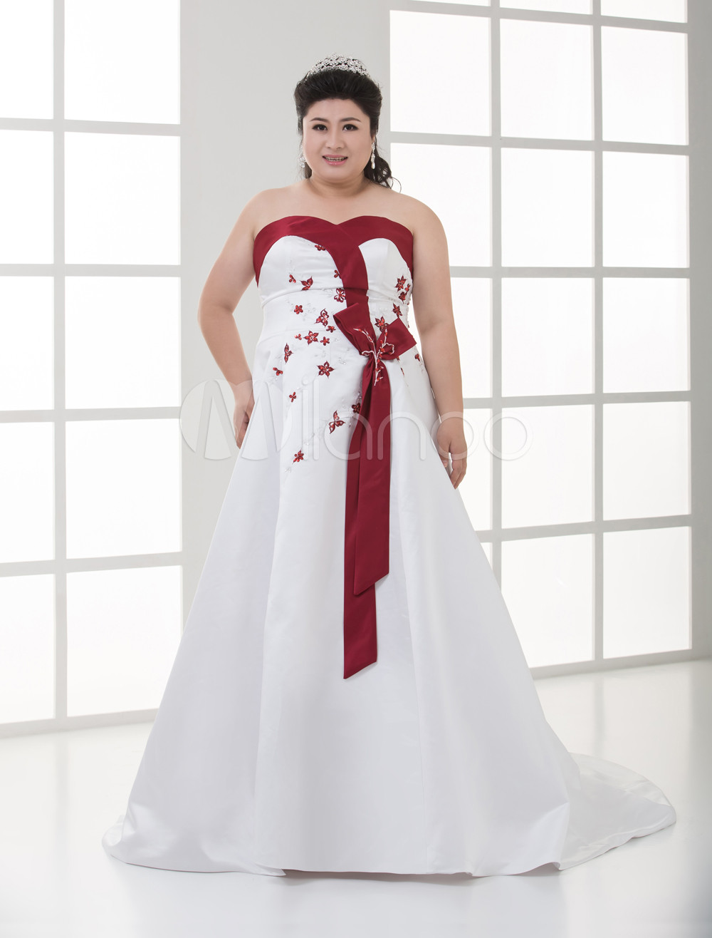 White And Red A-line Sweetheart Satin Beading Plus Size Wedding Gown