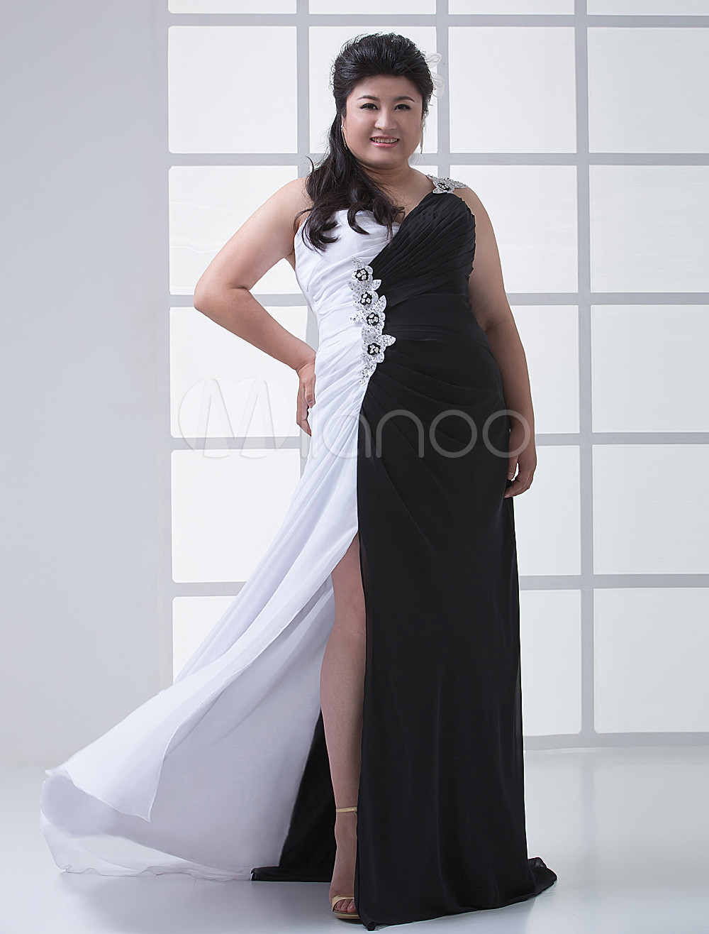 Unique Black White Chiffon Spaghetti Strap Plus Size Prom Dress