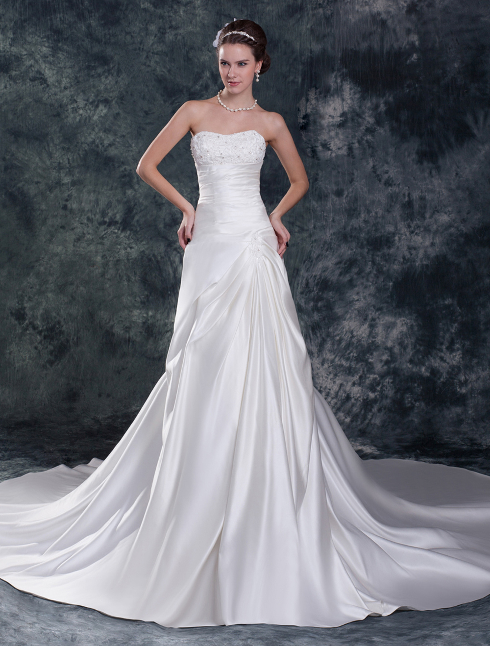 White Sweetheart Beading Satin Wedding Dress For Bride photo