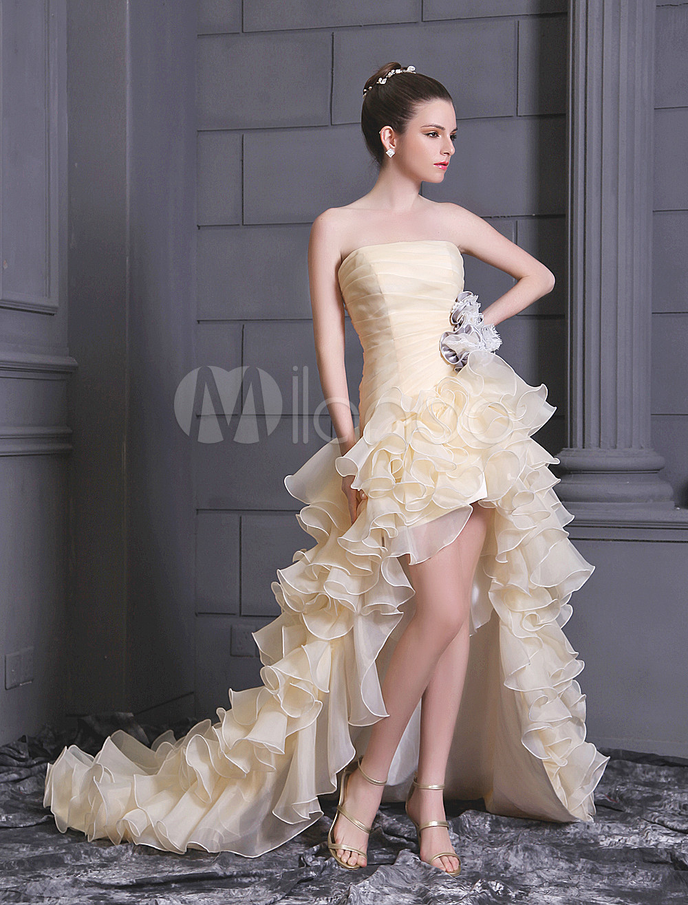 Champagne A-line Strapless Flower Beading Organza Bridal Wedding Gown