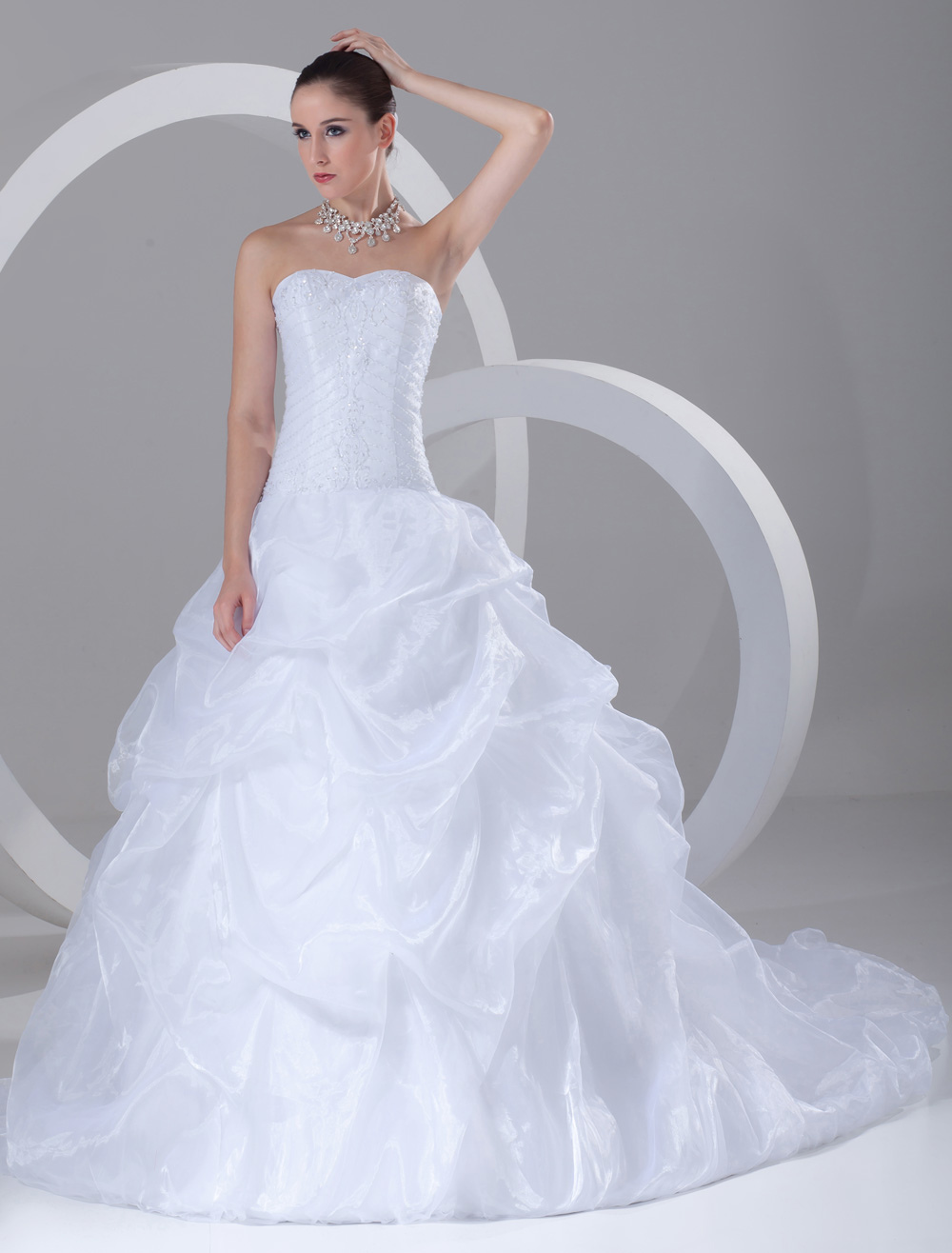 Chic A Line White Embroidered Organza Bridal Wedding Dress With Sweetheart Neck