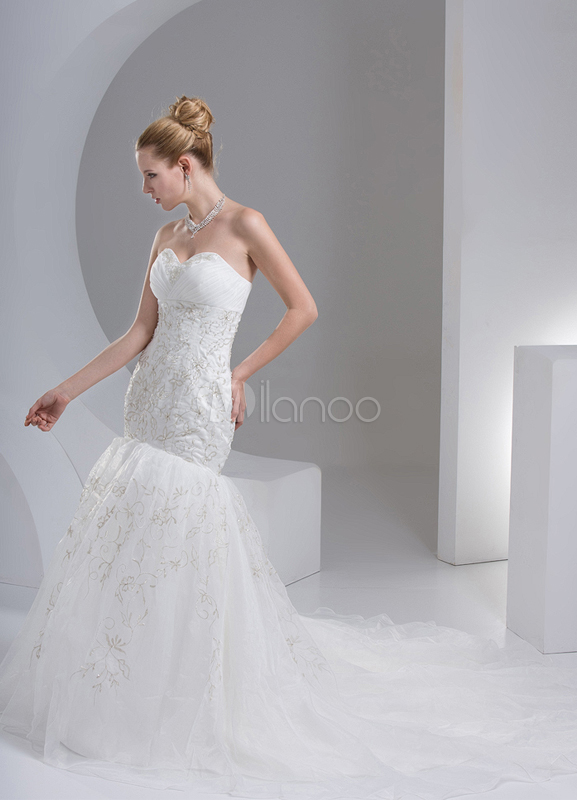 White Sheath Sweetheart Embroidered Wedding Dress For Bride