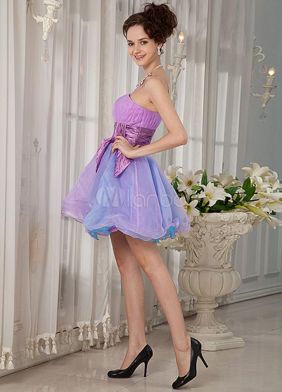Mini vestido para homecoming de color lila con tirantes de línea A ...