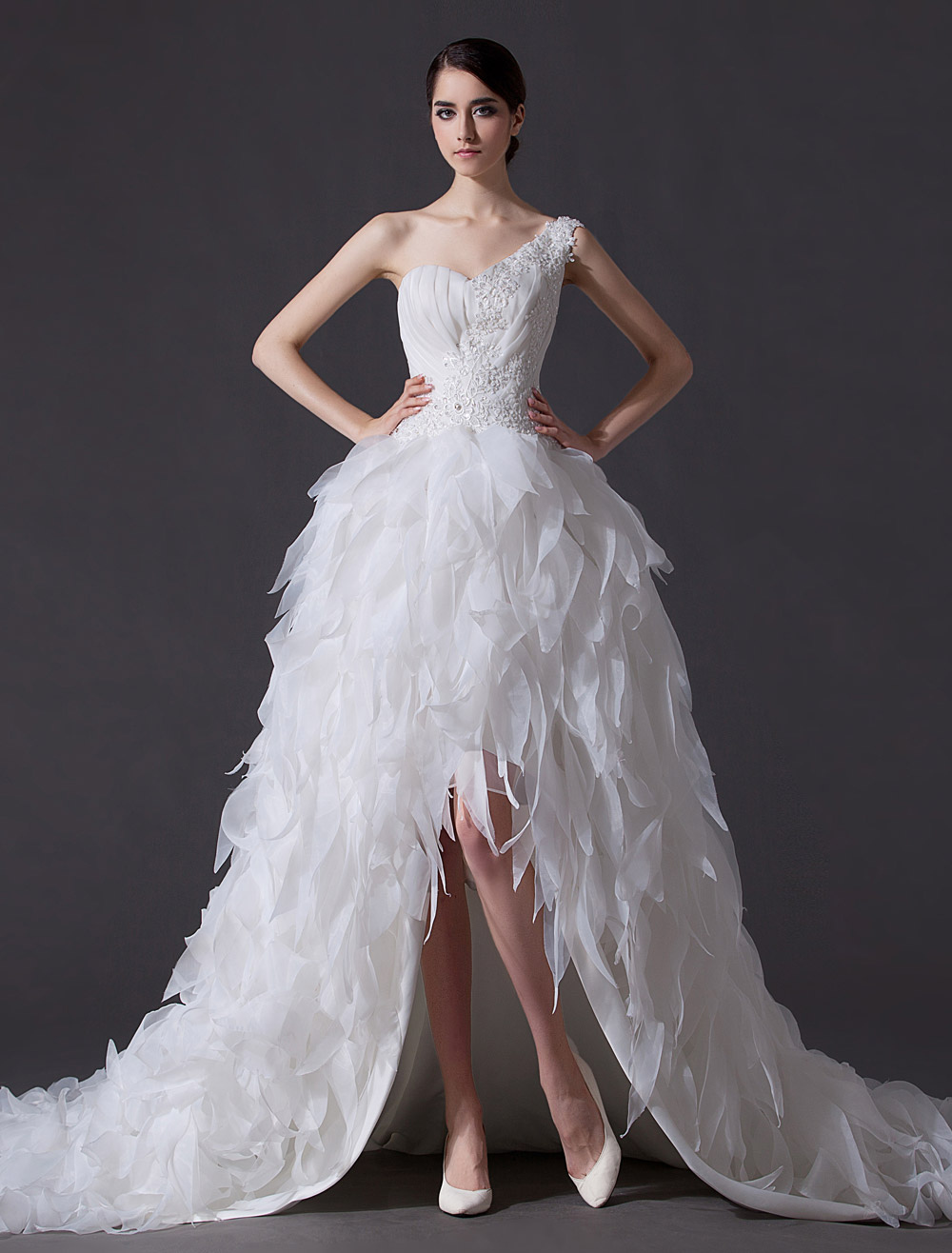 modern ideas of feather wedding gowns feathered wedding dress Romantic feather chunks wedding gown