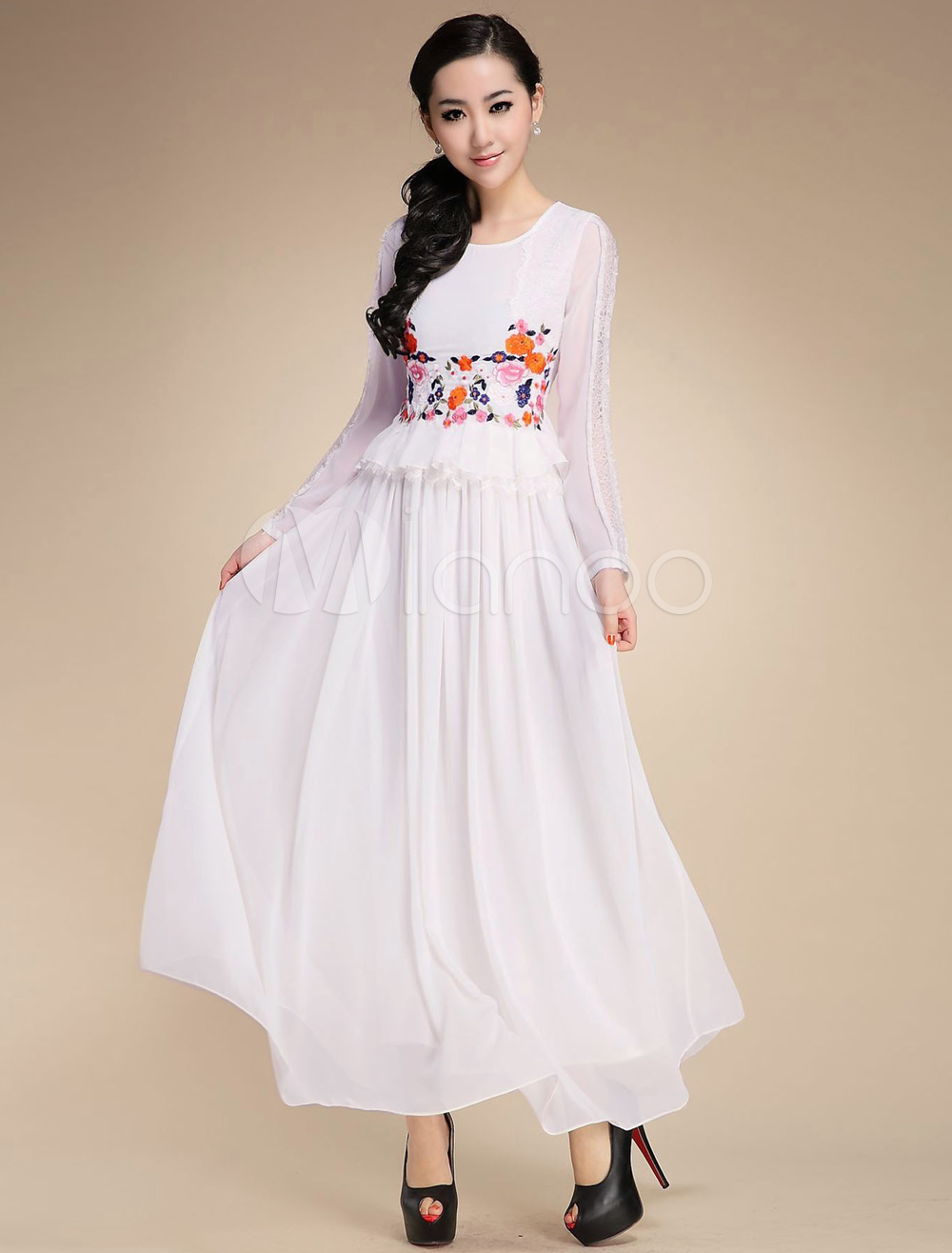 Stylish Crewneck Lace Silk Womans Maxi Dress $96.99 AT vintagedancer.com