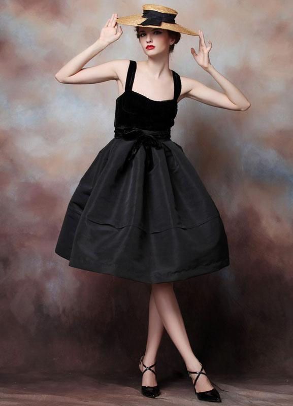 A-line Black Satin Straps Knee-Length Cocktail Dress For Women