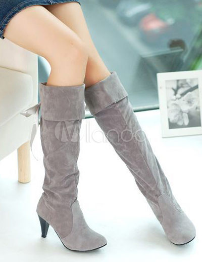 graue monogram suede high heel back schn r stiefel knie. Black Bedroom Furniture Sets. Home Design Ideas