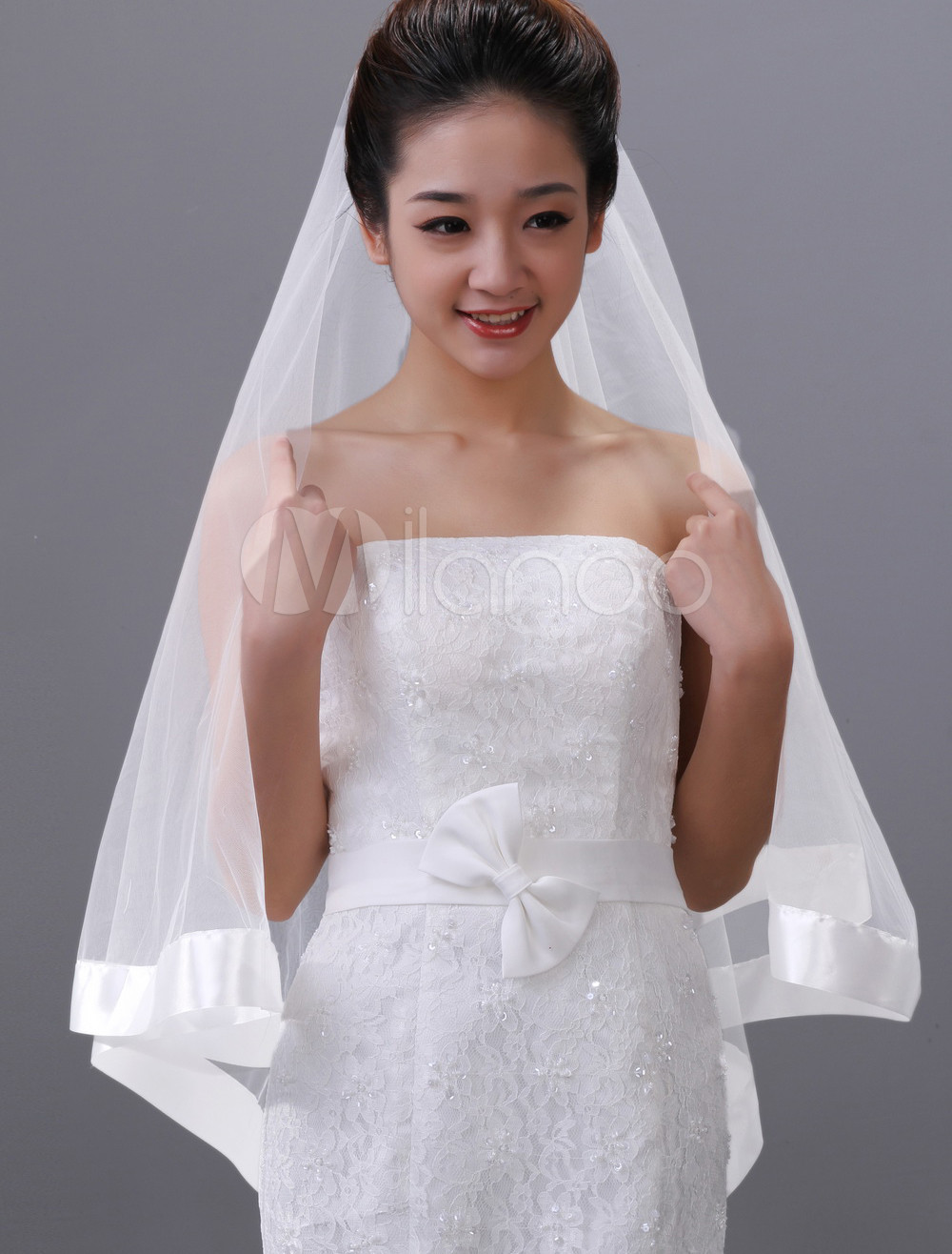 White One-Tier Oval Tulle Wedding Veil