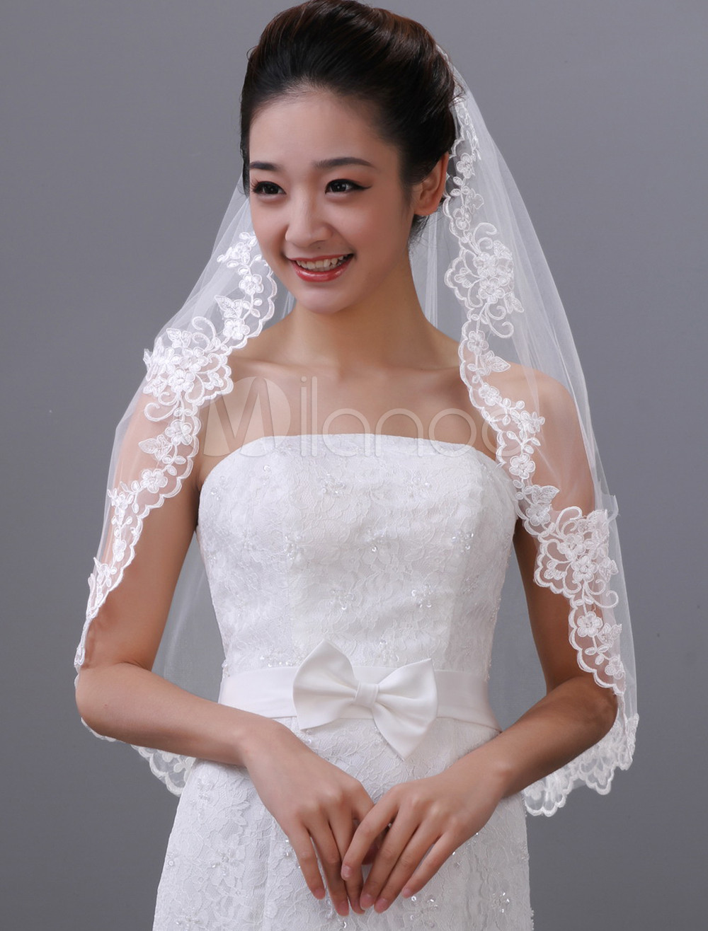 White Drop Embroidery One-Tier Tulle Wedding Veil