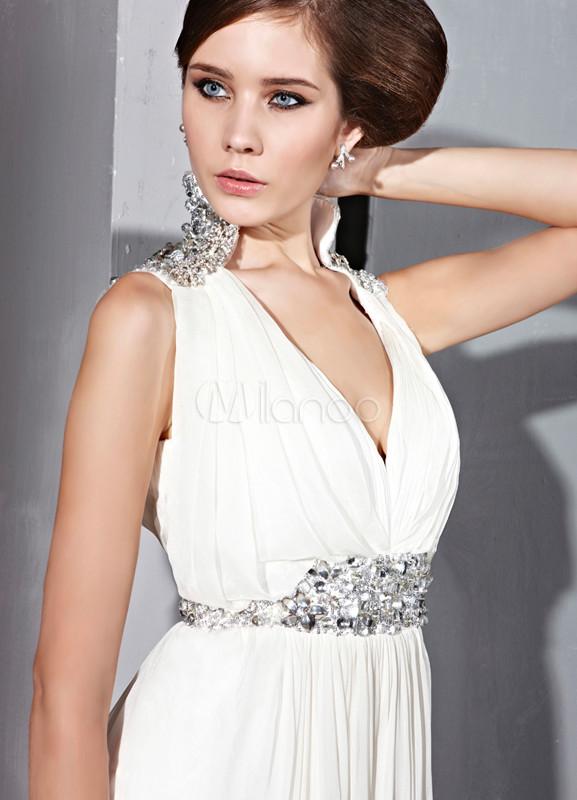 robe de soir e blanche en soie et mat satin avec col en v et ceinture argent. Black Bedroom Furniture Sets. Home Design Ideas