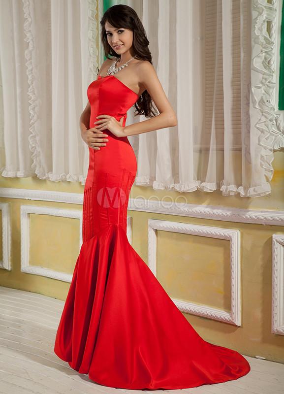 Robe de soir e sir ne rouge en satin avec tra ne for Meilleurs concepteurs de robe de mariage de plage