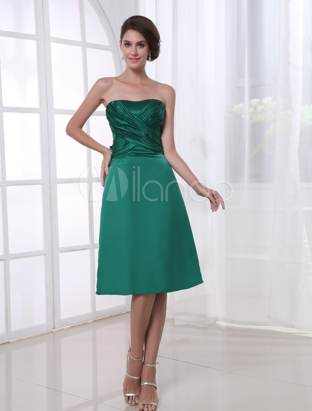 A-line Hunter Green Satin Bow Strapless Knee-Length Fashion Bridesmaid Dress