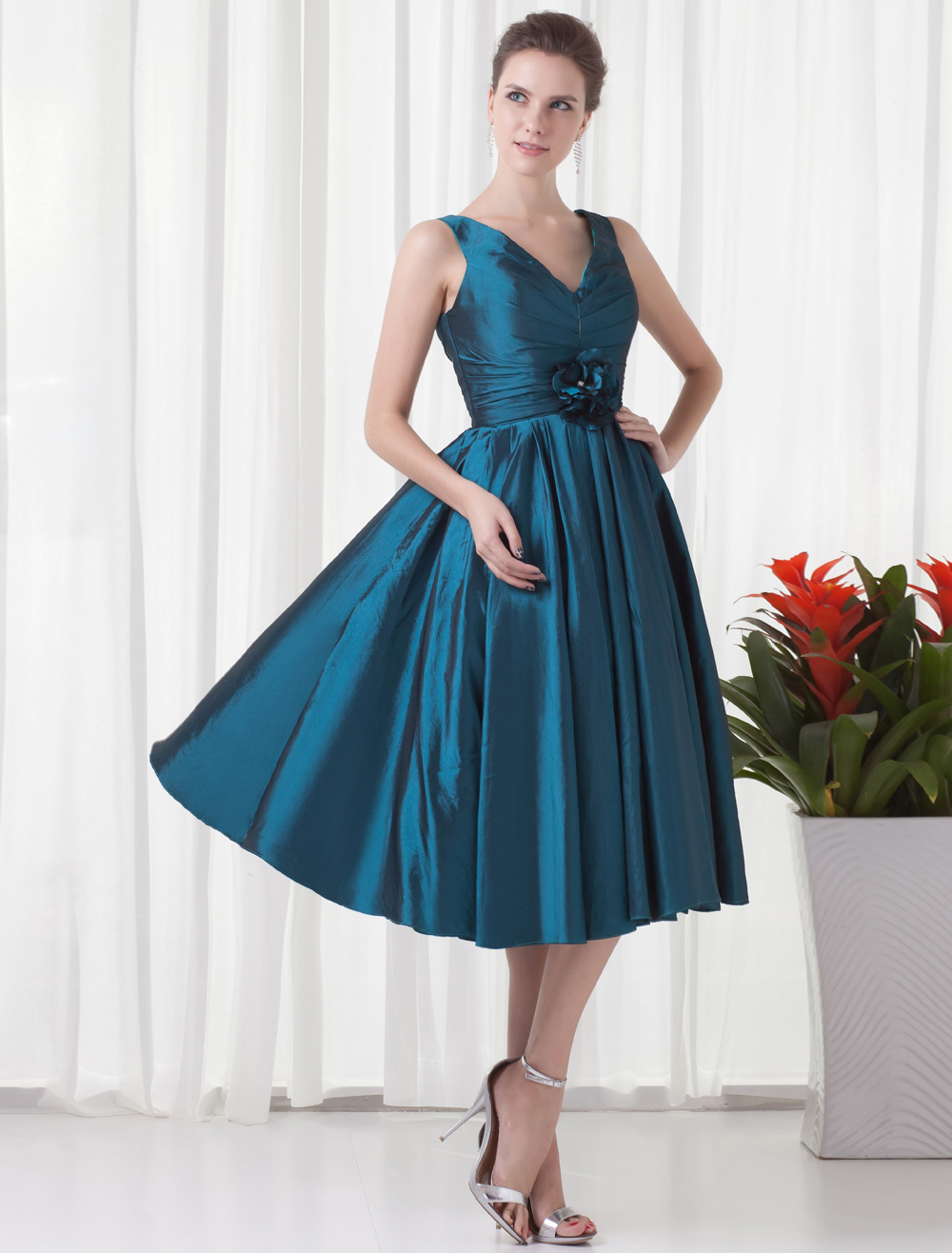 Short Bridesmaid Dress Ink Blue V Neck Sleeveless Taffeta Waist Flower Pleated Wedding Party Dress